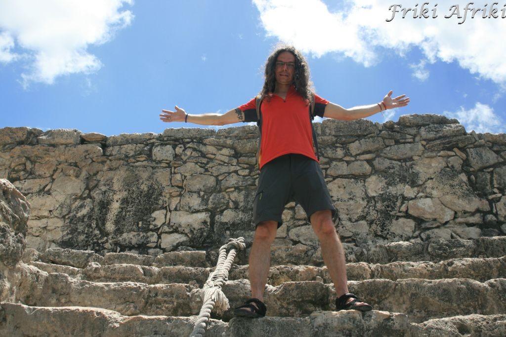 Nie jestem bogiem, ale też jest zajebiście :-) - Afro po wejściu na piramidę