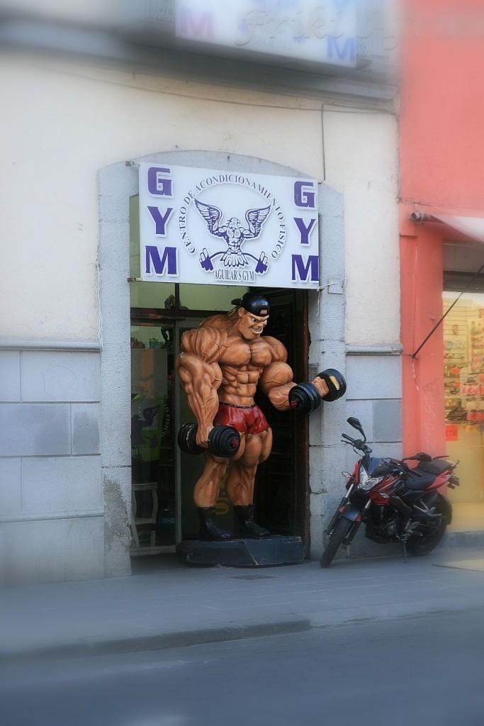 Kult męskości? Reklama siłowni