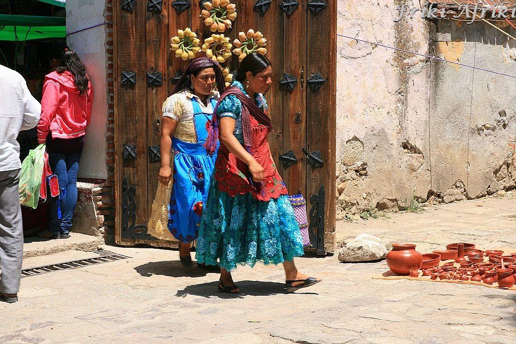 Indianki idące na targ, Tlacolula, Meksyk