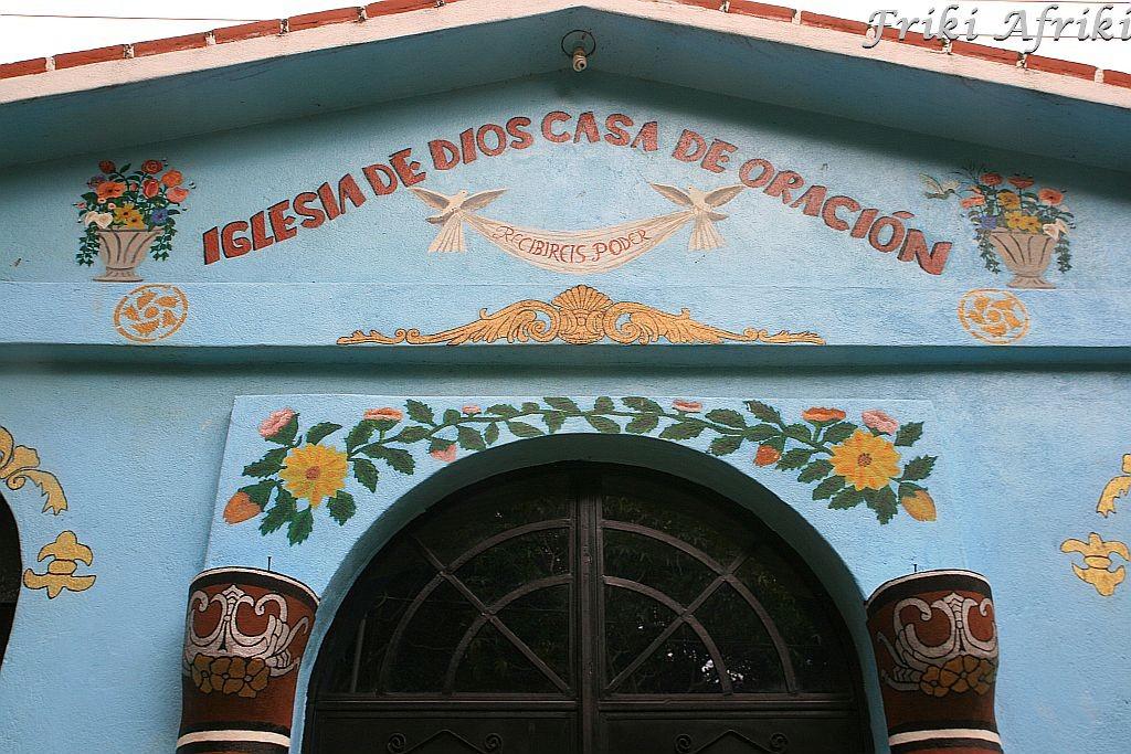 Jeden z licznych kościółków w Jaibalito, które co nas raczyły nas śpiewami