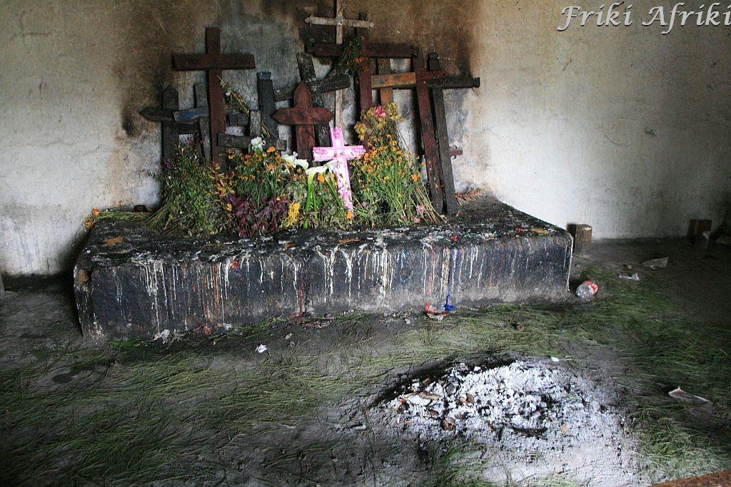 Ołtarz upamiętnieniający ludobójstwo Majów Ixil w Nebaju, Gwatemala