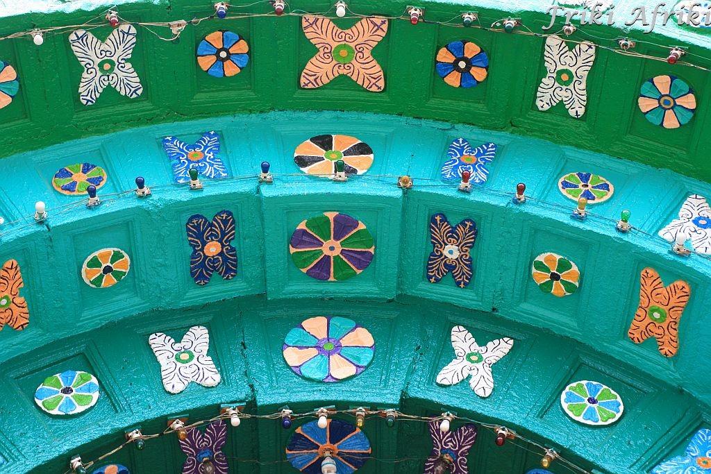 Fragment portalu kościoła w Chamuli - za nim świat pradawnych wierzeń