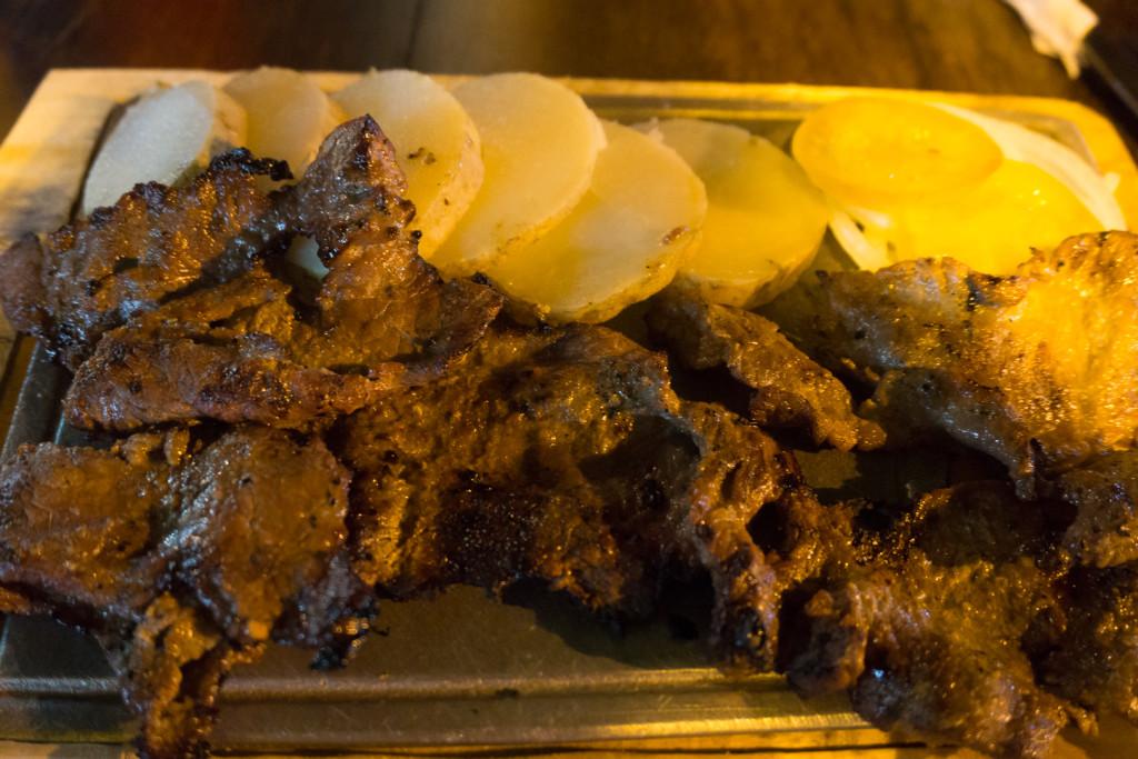 Wołowina i pieczone ziemniaki