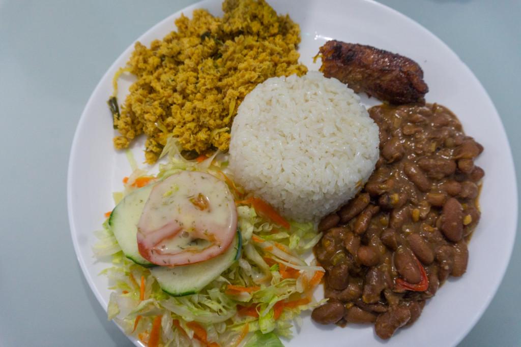 Typowe almuerzo - zamiast tego rozbabranego mięsa wstaw: rybę, pieczeń, kurczaka