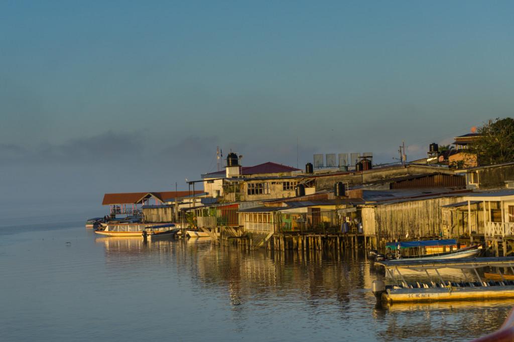 San Carlos - tu rzeka San Juan łączy się z jeziorem Nikaragua