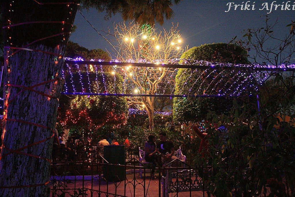 Poświąteczne lampki w Parque Central