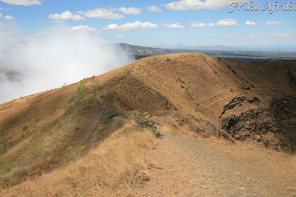 Między dwoma kraterami