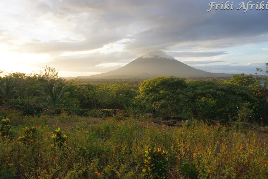 Ochota na wulkan Concepcion przeszła nam zupełnie, więc podziwialiśmy go z dołu