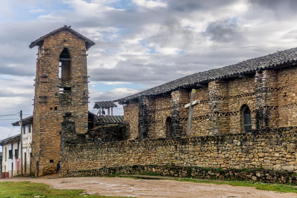 Jalca Grande - kościół i wieża z kamienia, wybudowane przez kulturę Chachapoyas