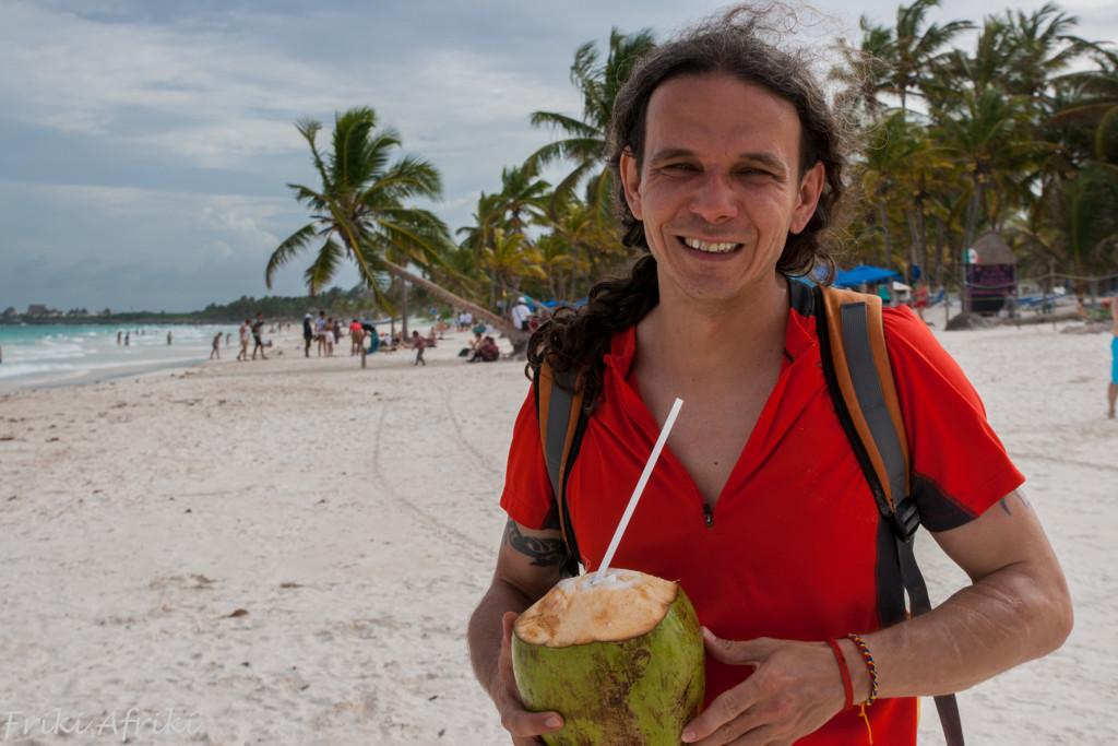 A gdyby ten kokos spadł Ci na głowę?